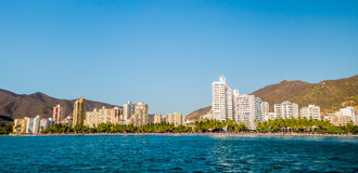 Opinión hermosa del panorama de la playa de Rodadero en Papá Noel Fotografía de archivo libre de regalías