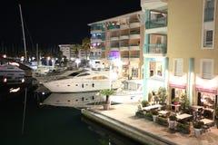 Opinión hermosa del puerto de Frejus, Var, Francia de la noche Foto de archivo libre de regalías