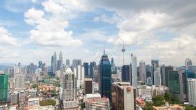 Opinión hermosa del timelapse de Kuala Lumpur que pasa por alto el horizonte de la ciudad almacen de metraje de vídeo