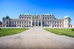 Opinión hermosa del verano el alemán del palacio del belvedere: Belvedere de Schloss, complejo barroco del palacio construido com foto de archivo