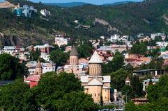 Opinión hermosa panorámica del verano de la ciudad vieja de Tbilisi, Georgia Foto de archivo