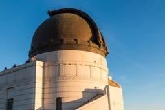 Opinión Hollywood Hills de la gente encima de Griffith Observatory Foto de archivo