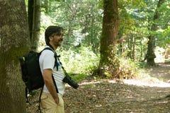 Opinión horizontal un fotógrafo Naturalist Smiling en el Moun fotografía de archivo libre de regalías