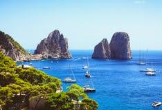 Opinión impresionante sobre Capri de una pista de senderismo fotografía de archivo