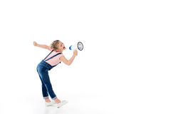 Opinión integral la niña adorable que grita en megáfono Foto de archivo libre de regalías