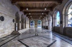 Opinión interior del edificio veneciano de la logia Es el edificio que contiene el ayuntamiento de la ciudad de Heraklion hoy imagen de archivo