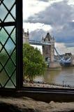 Opinión inusual en el puente de Londres Fotografía de archivo