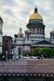 Opinión Isaac Cathedral en St Petersburg imágenes de archivo libres de regalías