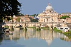 Opinión la Ciudad del Vaticano del panorama en Roma, Italia Foto de archivo libre de regalías