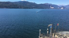 Opinión Lago Maggiore de Santa Caterina Monastery almacen de metraje de vídeo