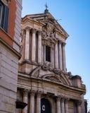 Opinión lateral sobre la fachada de la iglesia del santo Vicente y de Anastasio en Roma, Italia Imagen de archivo