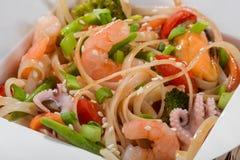 Opinión macra sobre los tallarines del wok Foto de archivo