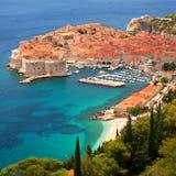 Opinión magnífica pintoresca sobre la ciudad vieja de Dubrovnik, Croacia Imagen de archivo libre de regalías