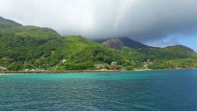 Opinión Mahe Island And Indian Ocean del barco, Seychelles almacen de video