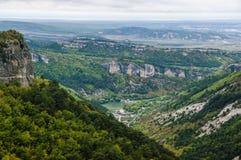 Opinión majestuosa desde arriba sobre las montañas crimeas imagen de archivo