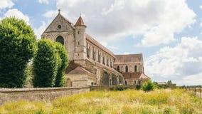 Opinión medieval de la catedral del lado Fotografía de archivo