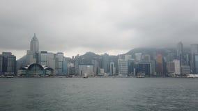 Opini?n moderna de los edificios del puerto de Victoria en la se?al de Hong Kong metrajes