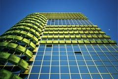 Opinión moderna del edificio de debajo Fotos de archivo