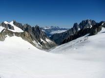 Opinión Monte Bianco de las montañas de las montañas Fotos de archivo libres de regalías