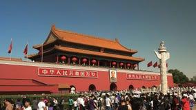 Opinión oblicua muchedumbres en la ciudad Prohibida en la Plaza de Tiananmen, Pekín metrajes