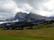 Opinión panorámica de Alpe di Siusi Alps Imagen de archivo libre de regalías