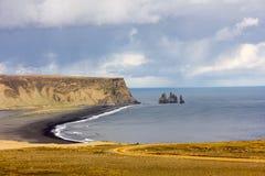 Opinión panorámica de Islandia de la playa de Vik Fotografía de archivo libre de regalías