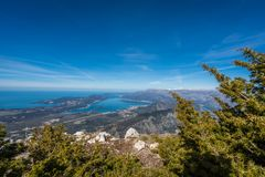Opinión panorámica de la bahía de Kotor desde arriba foto de archivo libre de regalías