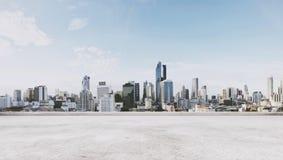 Opinión panorámica de la ciudad con el piso concreto vacío imagen de archivo libre de regalías