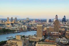 Opinión panorámica de la ciudad de Londres Imagen de archivo libre de regalías