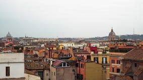 Opinión panorámica de la ciudad de Roma, Italia en un día nublado r Tiempo real cerrado abajo metrajes