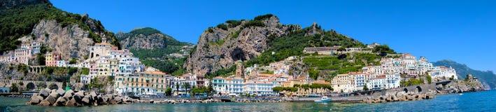 Opinión panorámica de la costa de Amalfi Imagenes de archivo