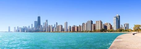 Opinión panorámica de la mañana de Chicago sobre el lago Michigan imagen de archivo