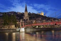 Opinión panorámica de la noche de Lyon con el río Saone Foto de archivo