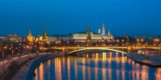 Opinión panorámica de la noche de Moscú el Kremlin, Rusia Imagen de archivo libre de regalías