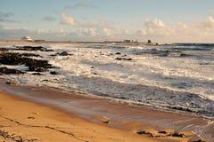 Opinión panorámica de la playa de Leça DA Palmeira fotos de archivo