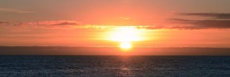 Opinión panorámica de la puesta del sol Fotografía de archivo
