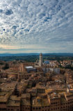 Opinión panorámica de la puesta del sol aérea de Siena Señal del Duomo de la catedral Fotografía de archivo