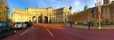 Opinión panorámica de Londres del arco del Ministerio de marina Foto de archivo