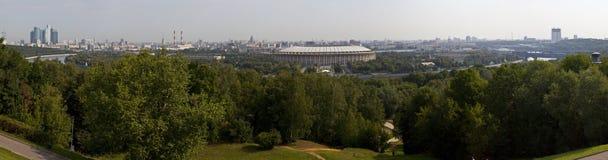 Opinión panorámica de Moscú de las colinas de Vorobyovy Foto de archivo libre de regalías