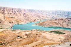 Opinión panorámica de Mujib del Al del lecho de un río seco Imagen de archivo libre de regalías