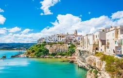 Opinión panorámica de Vieste, Apulia, Italia del sur imágenes de archivo libres de regalías