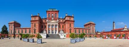 Opinión panorámica del castillo de Racconigi Fotos de archivo
