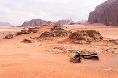 Opinión panorámica del paisaje, desierto de Wadi Rum, Jordania Foto de archivo