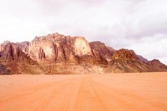 Opinión panorámica del paisaje, desierto de Wadi Rum, Jordania Imagen de archivo