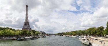 Opinión panorámica del Sena de la torre Eiffel y del río en París fotografía de archivo