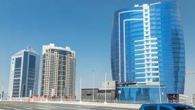 Opinión panorámica del timelapse de la bahía del negocio y centro de la ciudad de Dubai metrajes