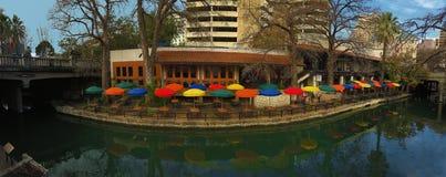 Opinión panorámica el San Antonio Riverwalk foto de archivo libre de regalías