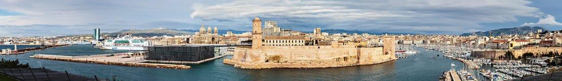 Opinión panorámica el santo Jean del puerto viejo y del fuerte en Marsella fotos de archivo libres de regalías