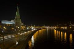 Opinión panorámica imponente de la noche de Moscú en el Kremlin, Rusia Imagenes de archivo