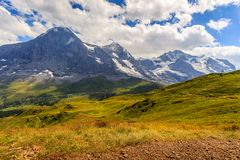 Opinión panorámica sobre Eiger, Monch y Jungfrau en verano Foto de archivo libre de regalías